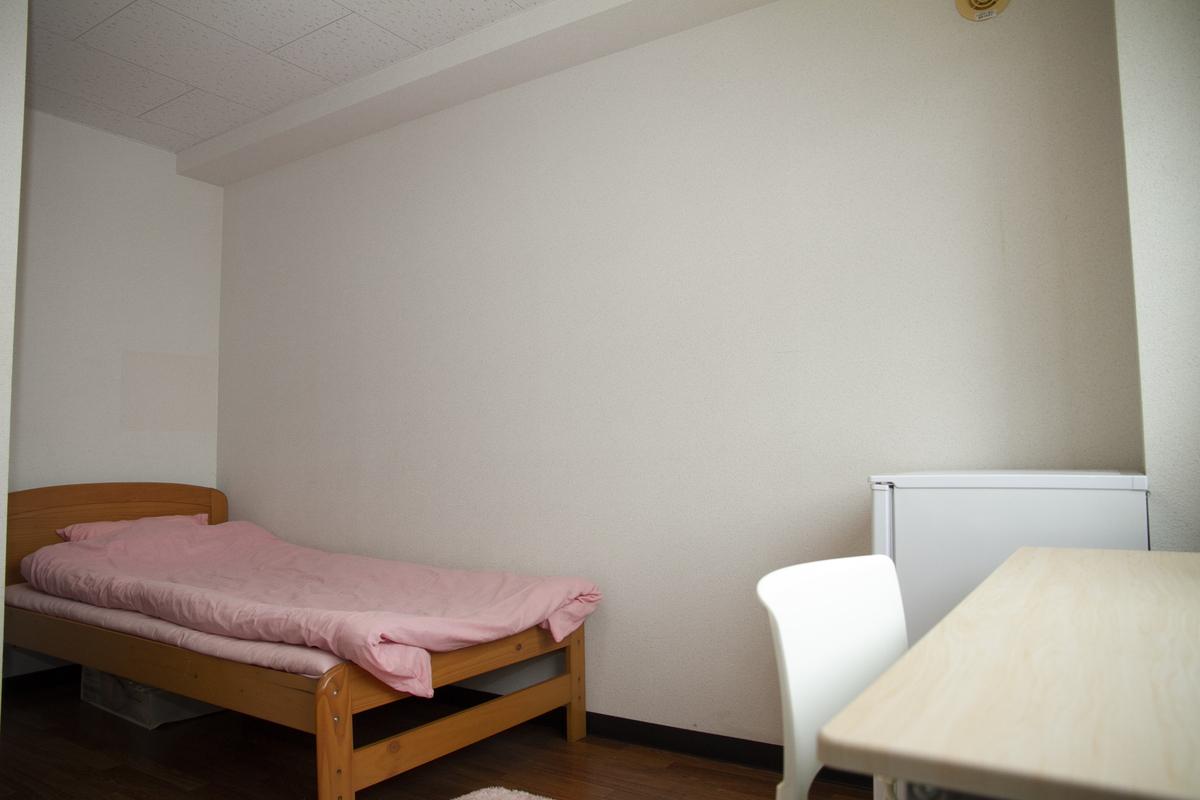 ベッドと机イメージ